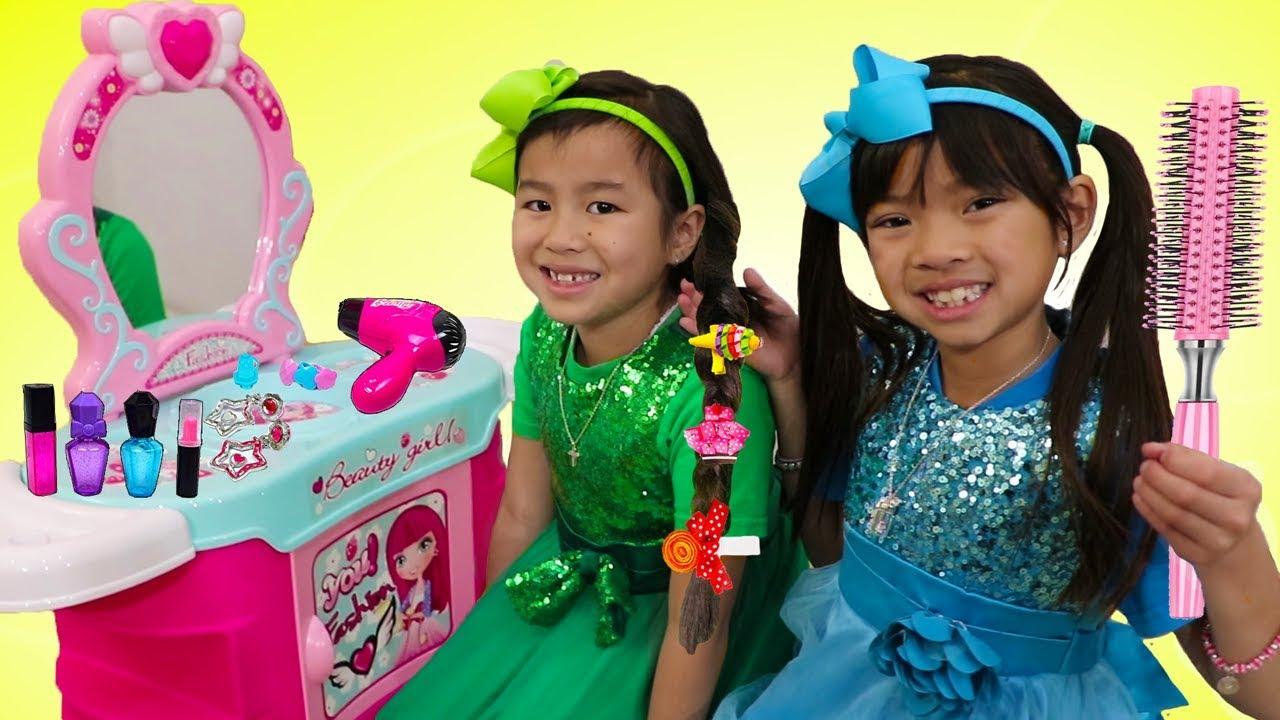 Emma & Jannie Pretend Play w Hair Styling Beauty Salon & Cute Kids Hair Styles Toys