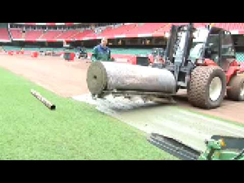 The worlds biggest and fastest stadia turf laying machine! Amazing!