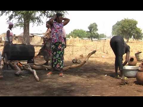 Ghana organic/bio Sheabutter Herstellung/production 4 Shea butter Women Cooperative Mavis Asigre