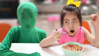 투명인간? 서은이의 초록색 옷 투명인간 놀이 시리얼 먹방 Seoeun Pretend Play Invisible man