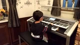背が小さぃ子用の足鍵盤を付けて、初めて左足も加わった演奏が出来まし...