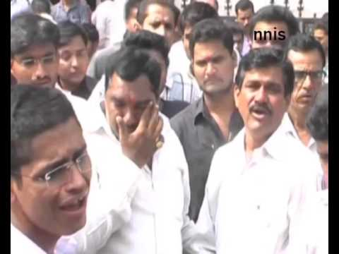Beed District Breaks Down Over Gopinath Munde Demise - Uncut Video