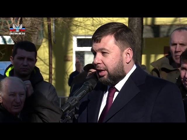 Делегация ДНР во главе с Денисом Пушилиным приняла участие в торжественном митинге в Симферополе