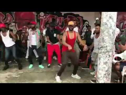 Farii pupaa akicheza ngoma ya arsenal kuchana mkeka #1