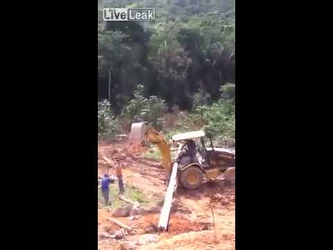 LiveLeak - Driver of an Excavator Badly Injured by HUGE Pipe