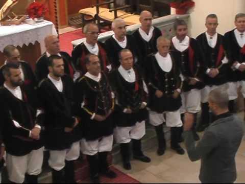 Aritzo 30 dic 2016 il coro Bachis Sulis esegue Had'a benner su die di Michele Turnu