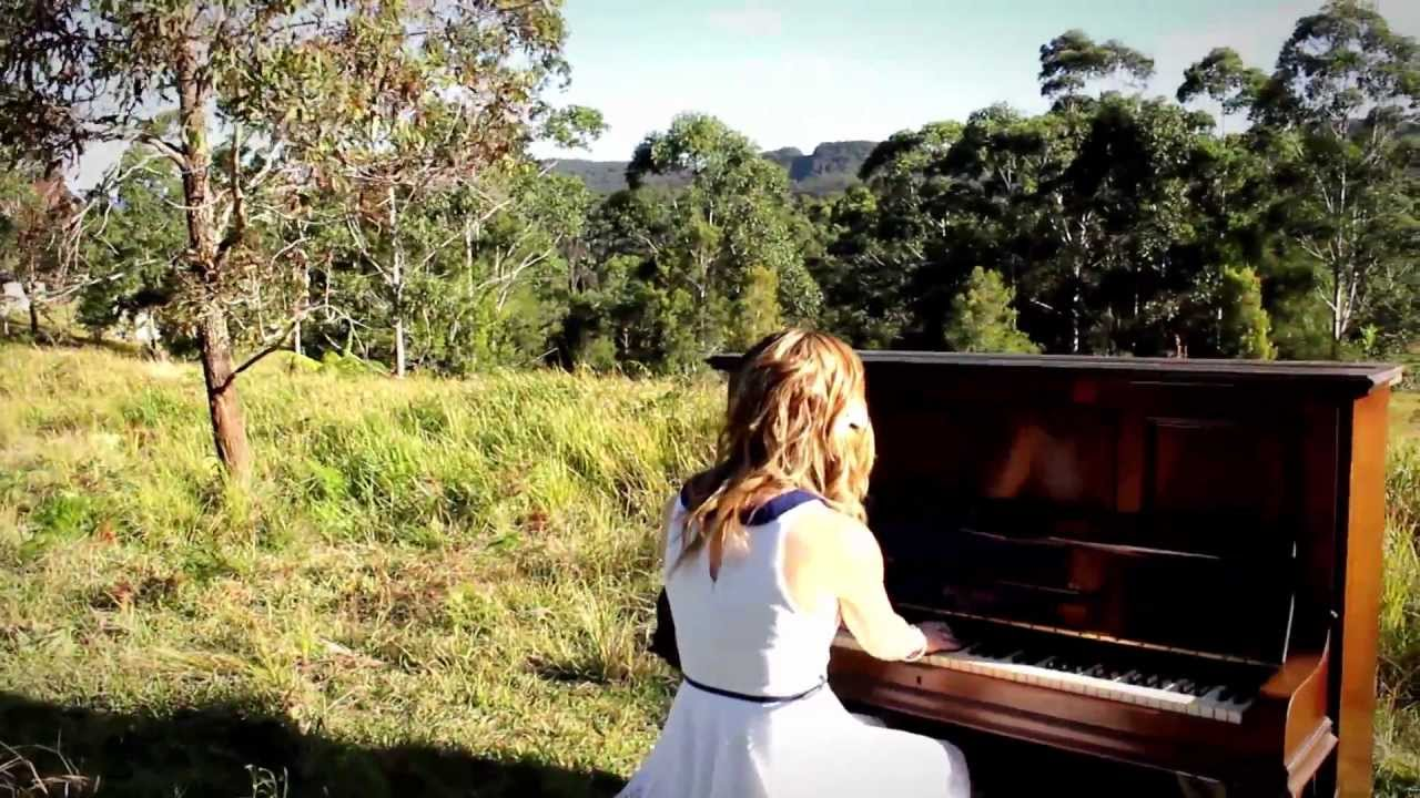 Download Elisa Kate - Holding On To You (Official Music Video)