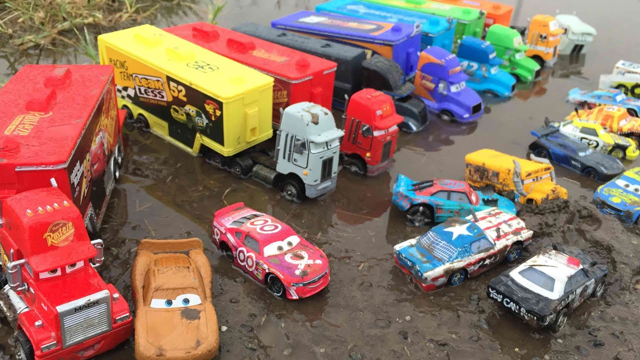 Cars 3 toys and haulers lightning mcqueen thunder hollow fishtail pushover tomica miss fritter - Coloriage cars 3 thunder hollow ...