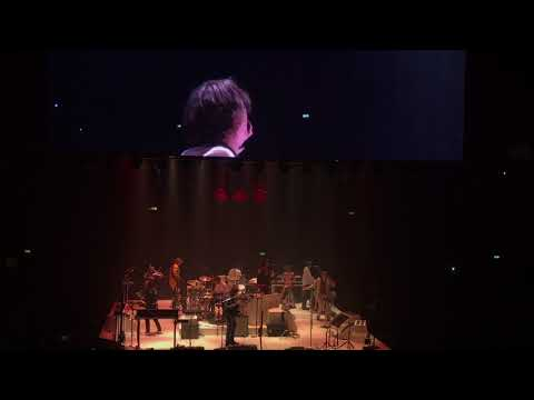 Jarvis Cocker joins Arcade Fire live in London. 'Running The World'.