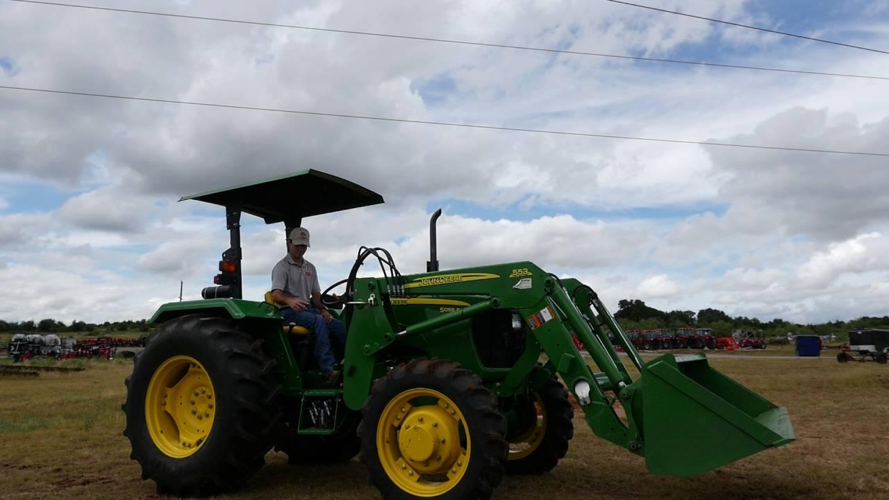 John Deere 5403 Tractor 4x4 : Demo video of john deere e tractor with loader