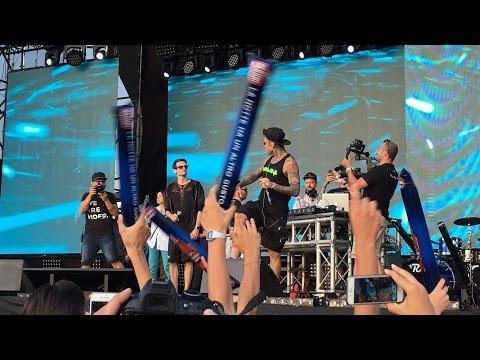 ANDIAMO A COMANDARE - Fabio Rovazzi - RADIONORBA BATTITI LIVE BARI 7 AGOSTO 2016