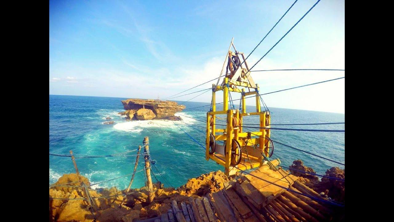 Hasil gambar untuk Naik Gondola di Pantai Timang Gunungkidul