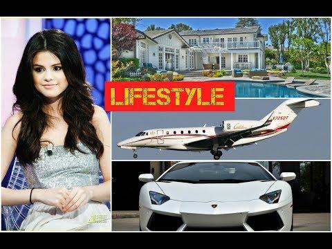 Selena Gomez Lifestyle, net worth, cars, house, boyfriend, family, education and career.