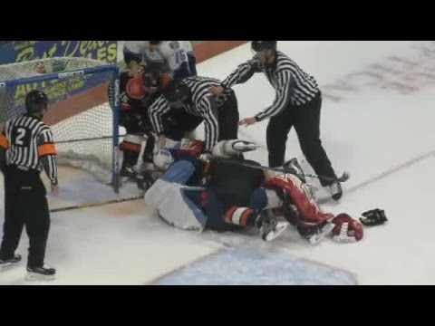 Komets forward Shawn Szydlowski vs. Toledo Walleye fight 4/5/17