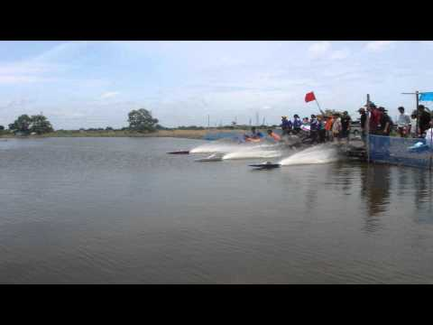 Power Boat Race Start in Thailand - 26cc RC Deep V