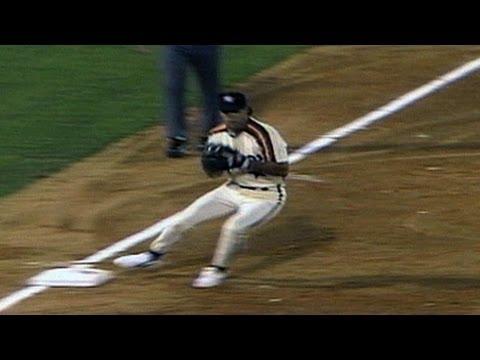 HOU@ATL: Astros turn around-the-horn triple play