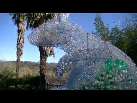 Le lapin en bouteilles plastiques suite youtube - Fabriquer un range bouteille ...