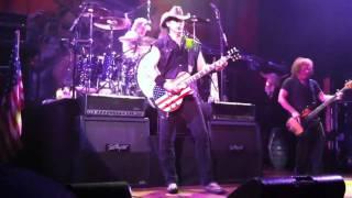 Play Love Grenade (Live 2008)