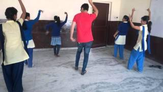 Ban than chali dekho school kids dancing