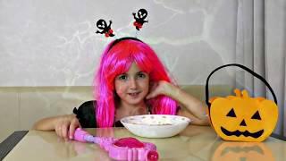 Vania and Masha plays with Halloween