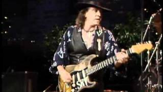 Watch Stevie Ray Vaughan Look At Little Sister video