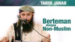 Konsultasi Syariah: Bolehkah Berteman dengan Non Muslim? - Ustadz Dr. Syafiq Riza Basalamah, MA.