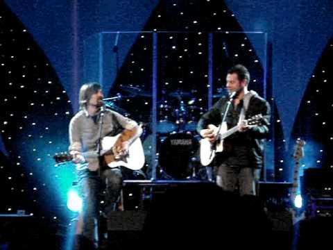 Mac Powell & Tai Anderson of Third Day sing Yellow Bird