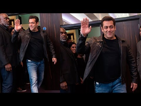 Salman Khan's Grand Entry At Dabangg Tour London 2017