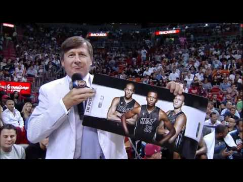 Craig Sager holds up Heat promotional posters