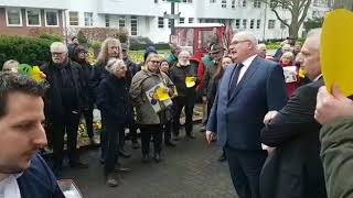 Demo am Kurhaus: Diskussion mit dem OB (Video: C. Sporkert) thumbnail