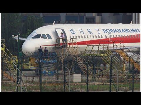 NEWS ||  Sichuan Airlines co-pilot 'suck halfway' out of cockpit, captain ...