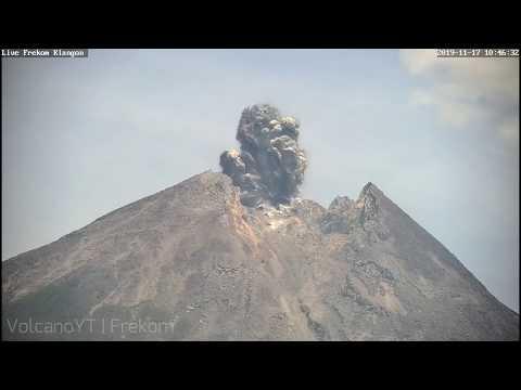 Eruption Volcano Merapi at 10:46 WIB 17/11/2019 (Fullscreen)