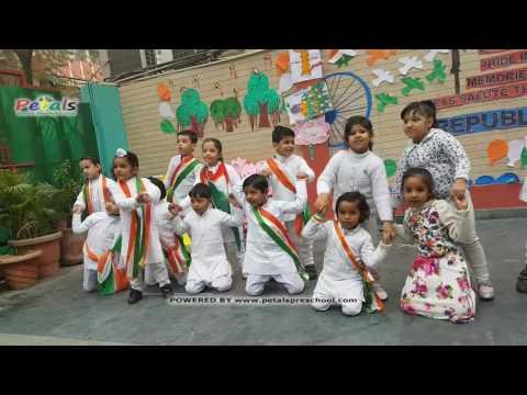 Suno Gaur Se Duniya Walo Performance by Kids Petals Republic Day Celebrations 20...
