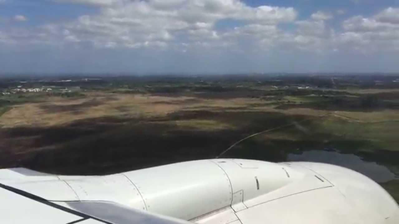 Aeroporto Havana Arrivi : Plane landing at josé martí international airport in havana cuba