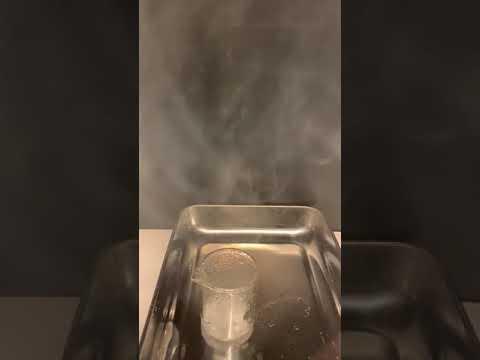 爆熱反応五酸化二リンと水酸化カリウムの混合物に注水