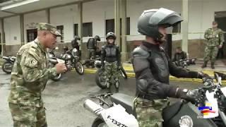 Primera mujer en conducir motocicletas en el Ejército Nacional