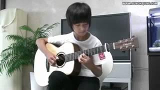 Мальчик играет на гитаре (очень красиво)