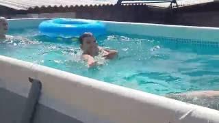 Дети купаются в бассейне.(Наконец то я вижу наших детей,переживших войну, счастливыми !, 2016-06-02T17:46:23.000Z)
