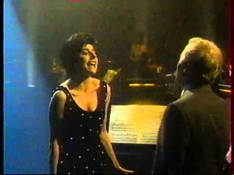 """LIANE FOLY / CHARLES AZNAVOUR - Clip """"La Belle Et La Bête"""" (1992)"""