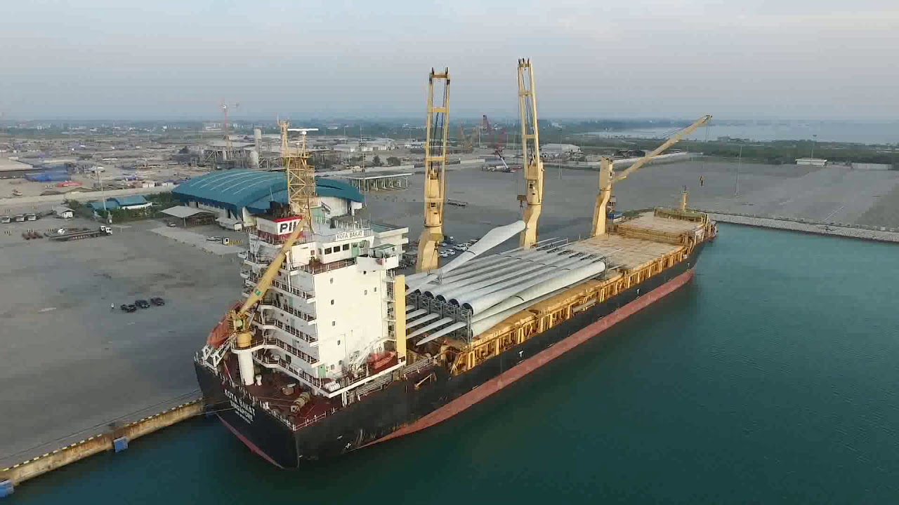 Pacific International Lines(Singapore) KOTA BAKAT WIND TURBINE LOADING