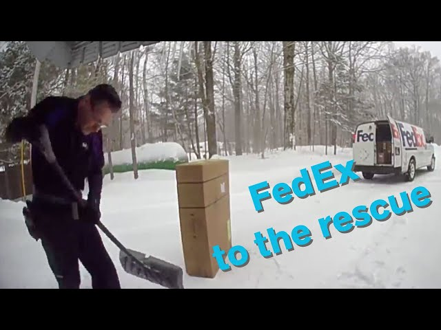 FedEx driver shovels off customer's front porch after dropping off package