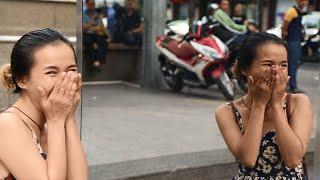 """Khám phá """"Nhà Vệ Sinh Xuyên Thấu"""" tại thành phố Hồ Chí Minh."""