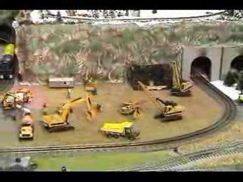 Modelling Railroad Train Track Plans -Amazing Lionel 'O' gauge trains & animated construction equipment
