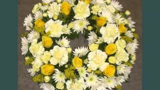Pretty And Lovely Flower Pictures | Carnation Wreath