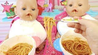 Cocino espagueti y Bruno y Abril se los comen Muñecas Baby Born