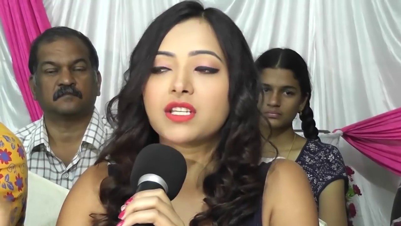 Download నిజం బయటపెట్టిందా   Shweta Basu Prasad Open Talks - Chai Biscuit