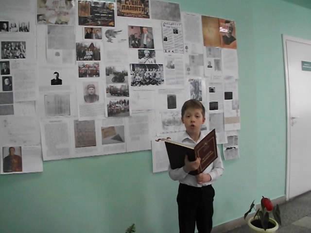 Изображение предпросмотра прочтения – НикитаКравцов читает произведение «Последняя пуля»