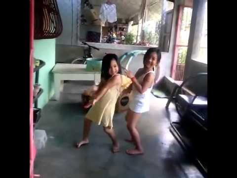 Dancing two little girls twerk it like miley