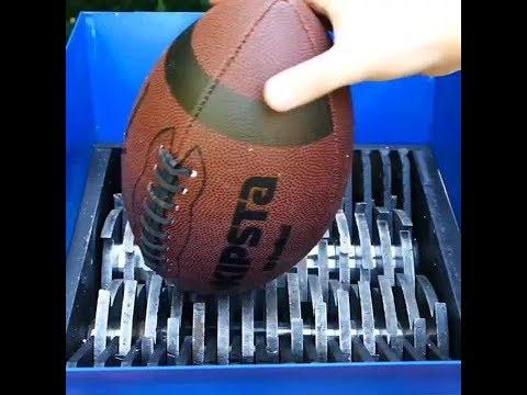 Мяч для регби в измельчитель