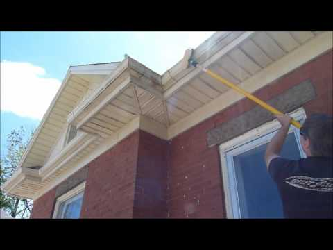 Cleaning Soffits, Fascia, Eavestroughs With ZOOM Concentrated Cleaner